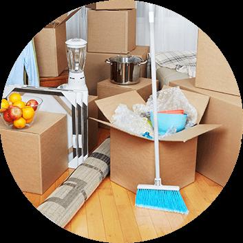 Kartony, środki czystości w nieruchomości sprzatanej przez Properton